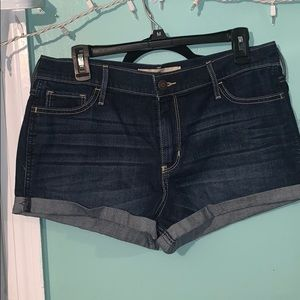 Hollister Highrise Short-Shorts Size 13